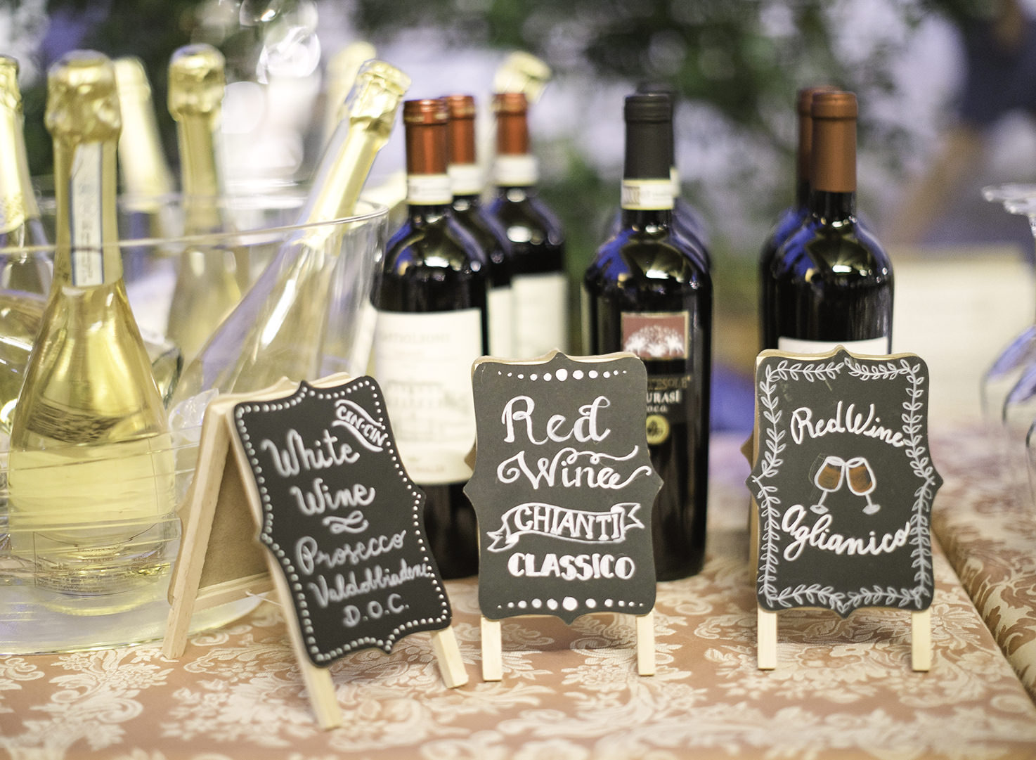Red and white Italian wines