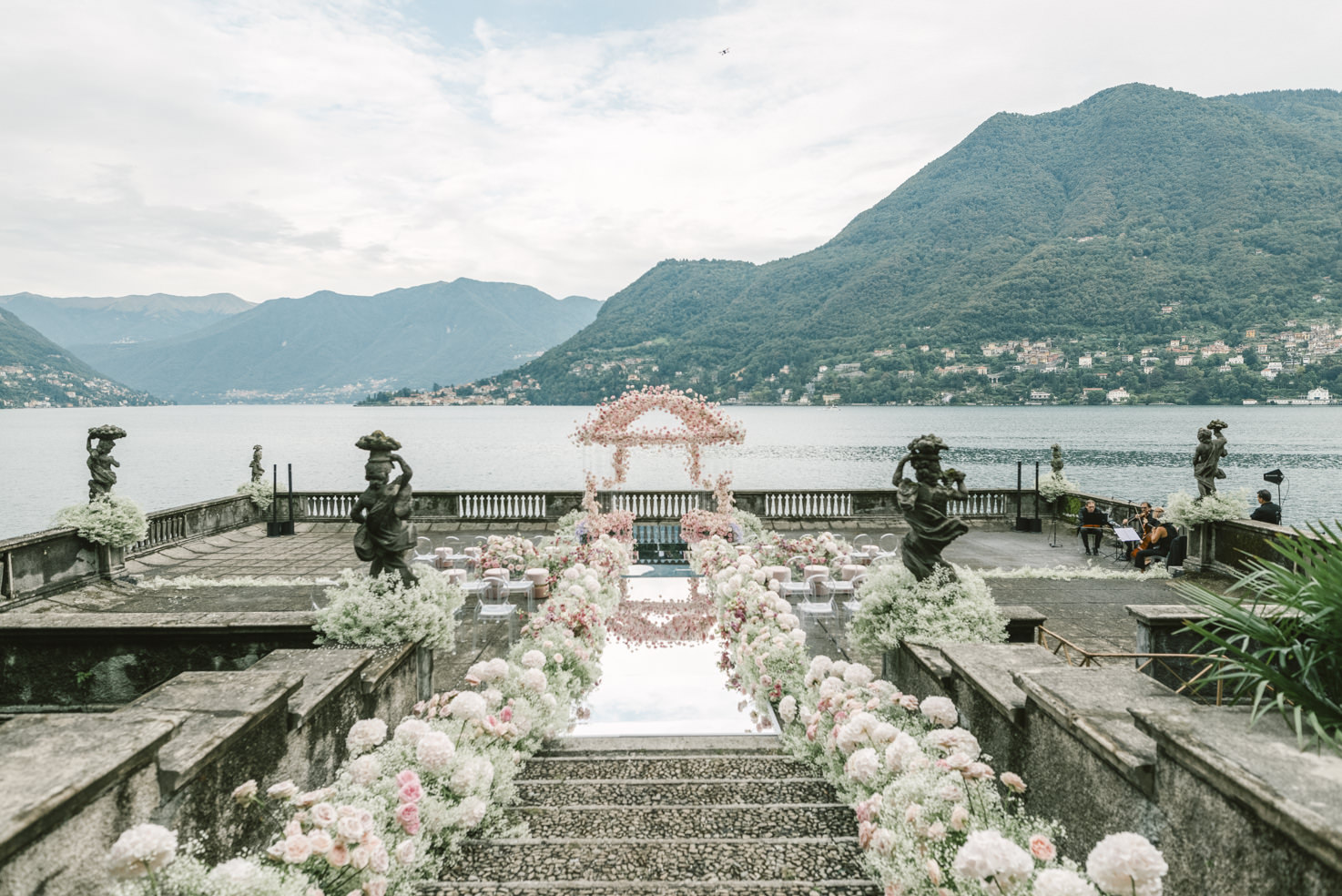 Wedding ceremony in the gardens of Villa Pizzo on Lake Como