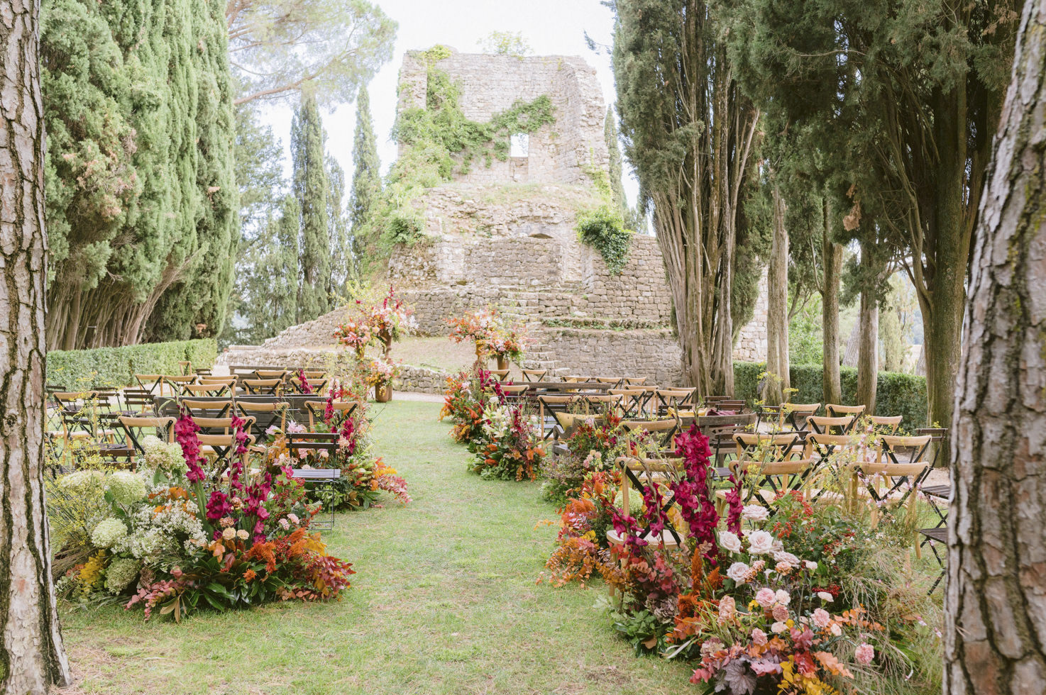 Flowers for wedding ceremony in Tuscany Castiglion del Bosco