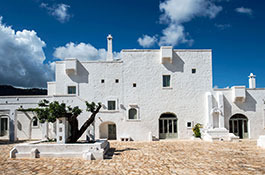 Wedding in Puglia in Masseria Le Carrube near Ostuni